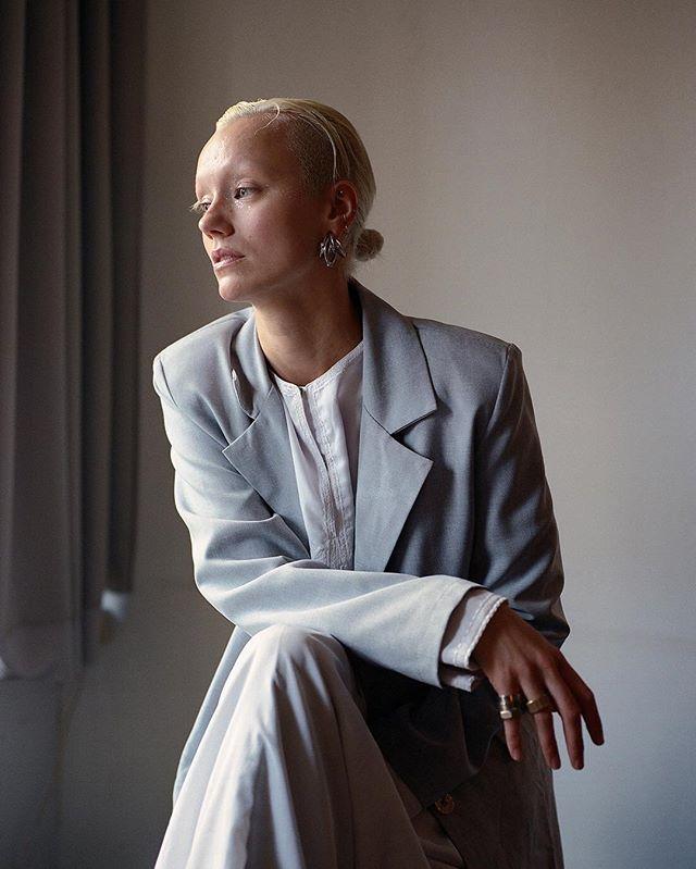 Portrait of artist Lisette Ros