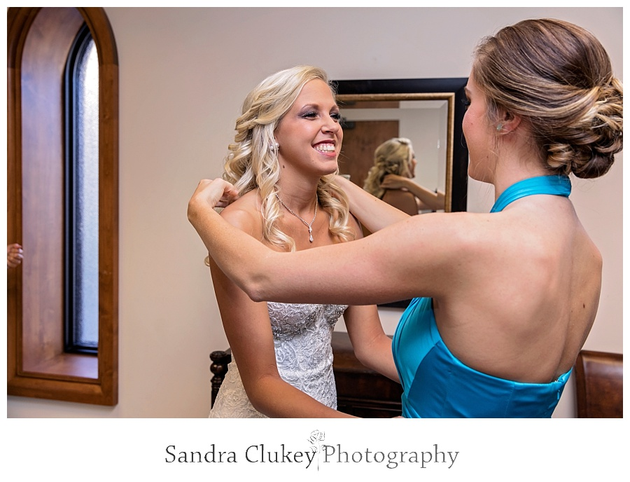 A special moment between the Maid of Honor and Bride