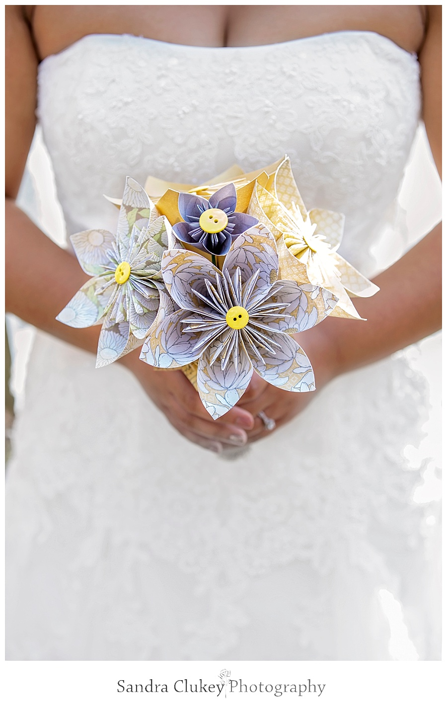 Stunning bridal shot with bouquet