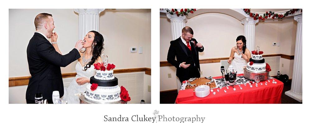 Happy couple share he cake
