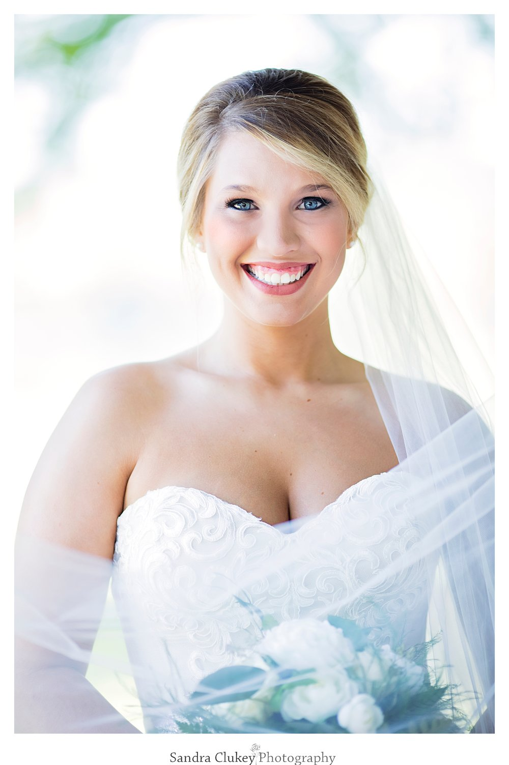 Beautiful bride at Tennessee RiverPlace