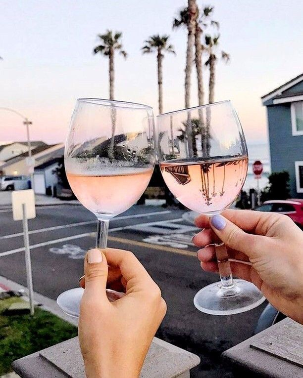 Friday's call for a glass of rosè and these views! Cheers to another successful week!! ⠀⠀⠀⠀⠀⠀⠀⠀⠀ ⠀⠀⠀⠀⠀⠀⠀⠀⠀ ⠀⠀⠀⠀⠀⠀⠀⠀⠀ #friyay #fridayfeels #weekendvibes
