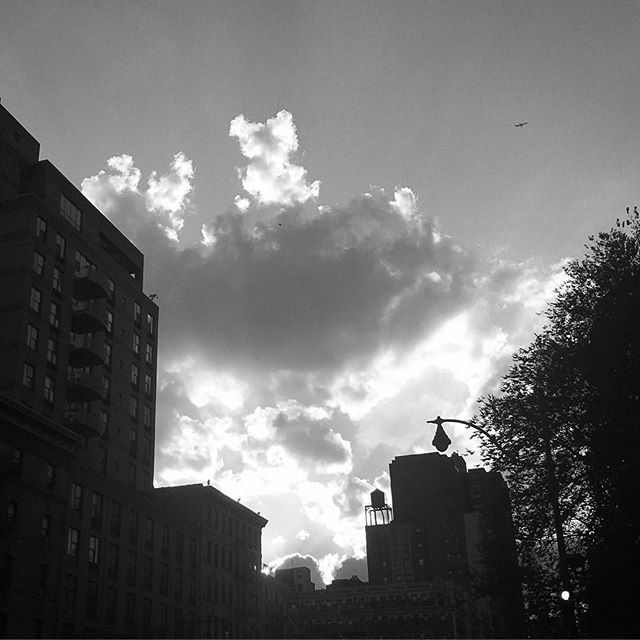 Day 3: My Manhattan #blackandwhitechallenge #nyc #sunsets  Nominating @aleethiede today