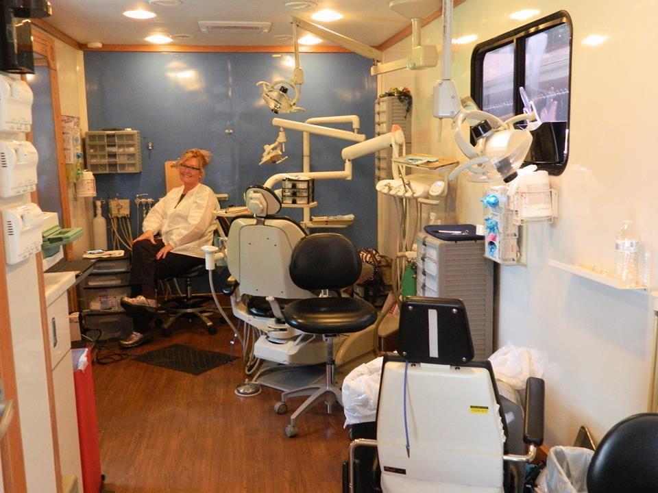 Friendly Dental van II.jpg