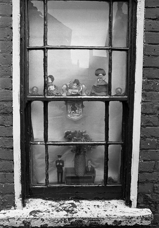 SR1974 - 27 Window decoration.jpg