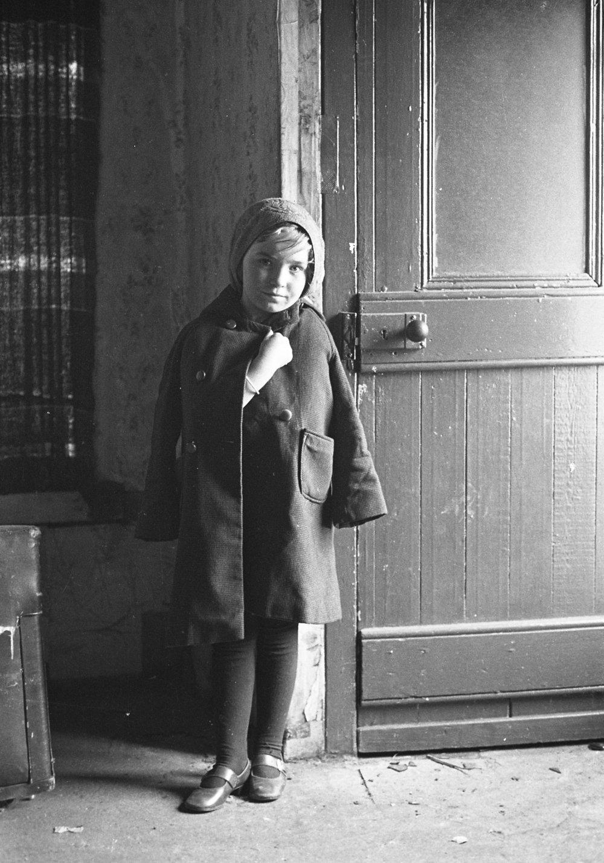 SR1974 - 37 Hazelly child, Linfield Road.jpg