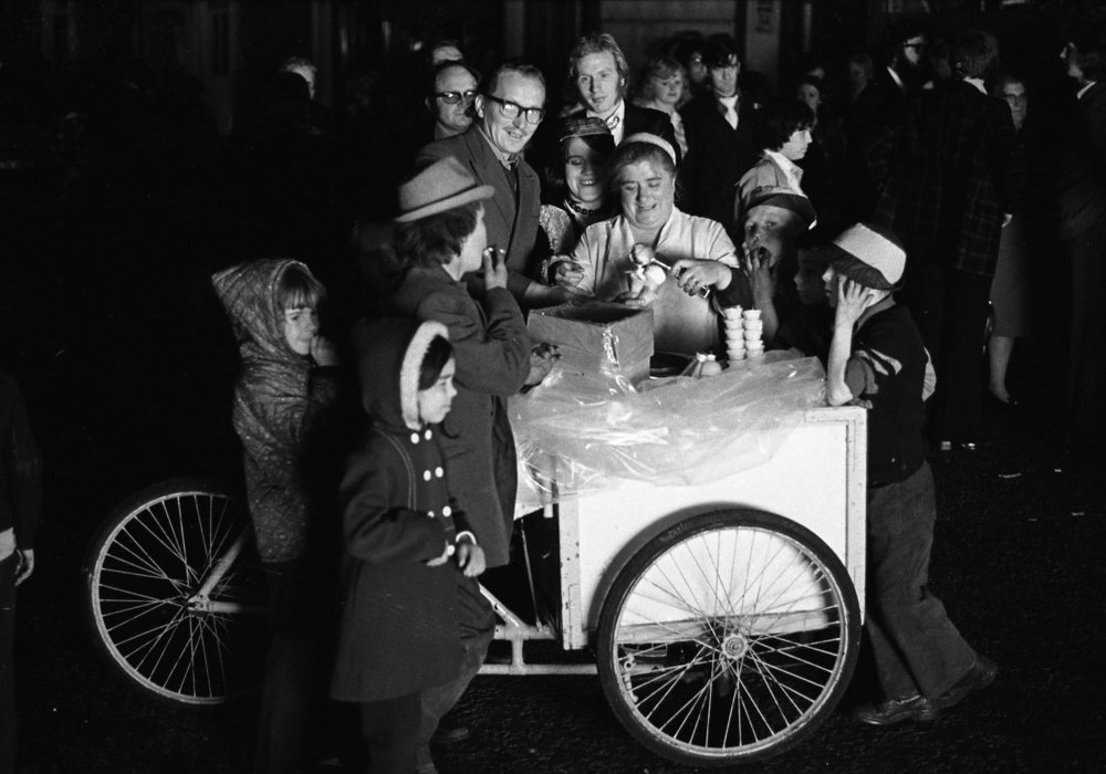 SR1974 - 60 Nessy Robinson, Ice cream vendor.jpg
