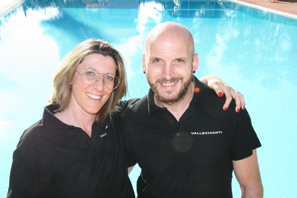 Marco gestore della piscina insieme con Elisabetta