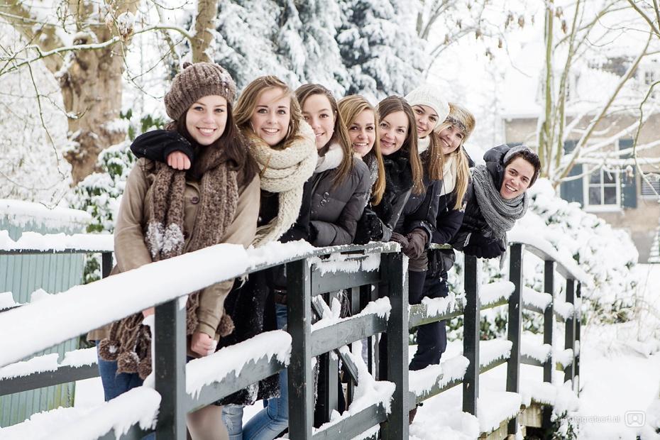 fotoshoot-vrienden-in-de-sneeuw-mijnsheerenland-03