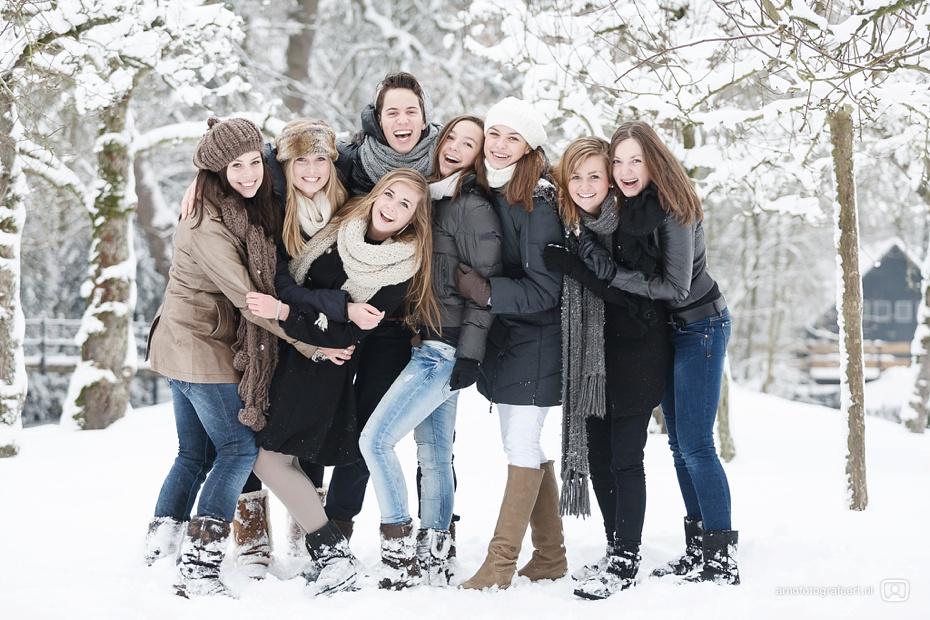 fotoshoot-vrienden-in-de-sneeuw-mijnsheerenland-04