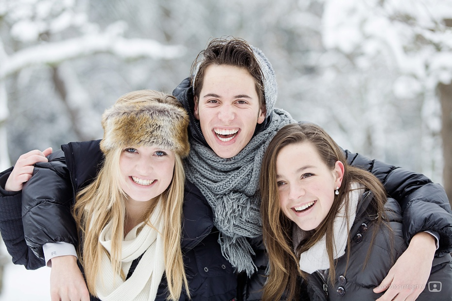 fotoshoot-vrienden-in-de-sneeuw-mijnsheerenland-07