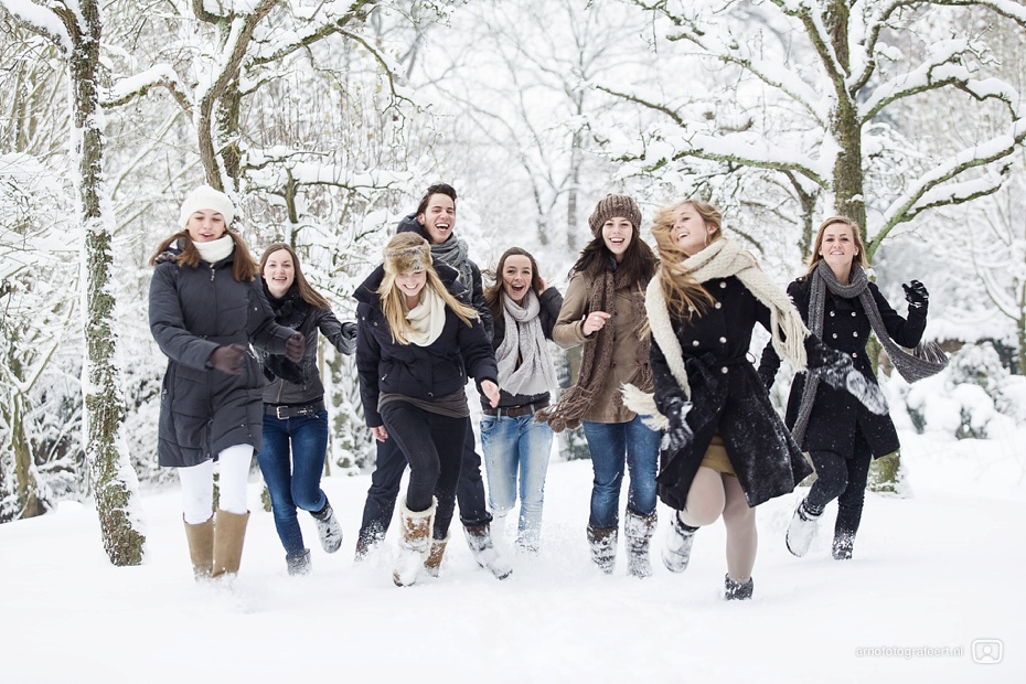 fotoshoot-vrienden-in-de-sneeuw-mijnsheerenland-09