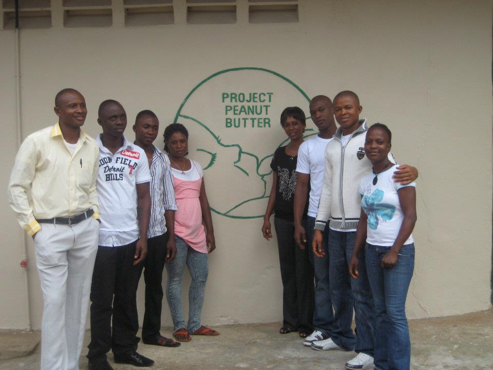 Salone-Staff-Gathered-outside-the-factory.jpg