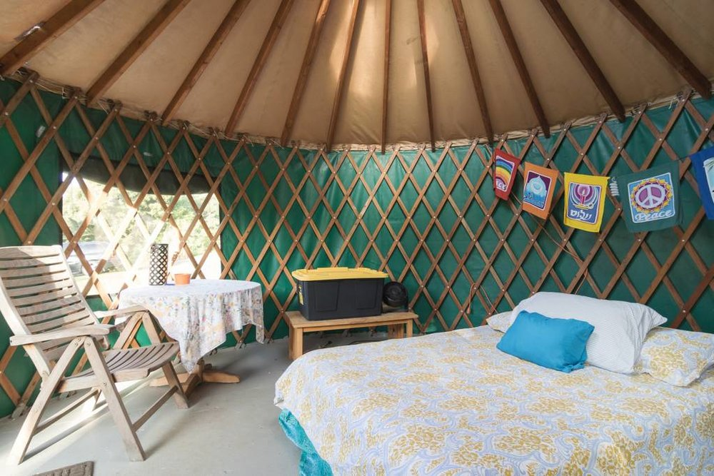The Pipeline Yurt at Waihuena Farm - Simple studio with queen bed situated at the top of our organic farm property. This spot has amazing views, hiking out the backdoor, an 1,100 acre nature preserve, and is just a 5 minute walk to the ocean.Click here for more details...
