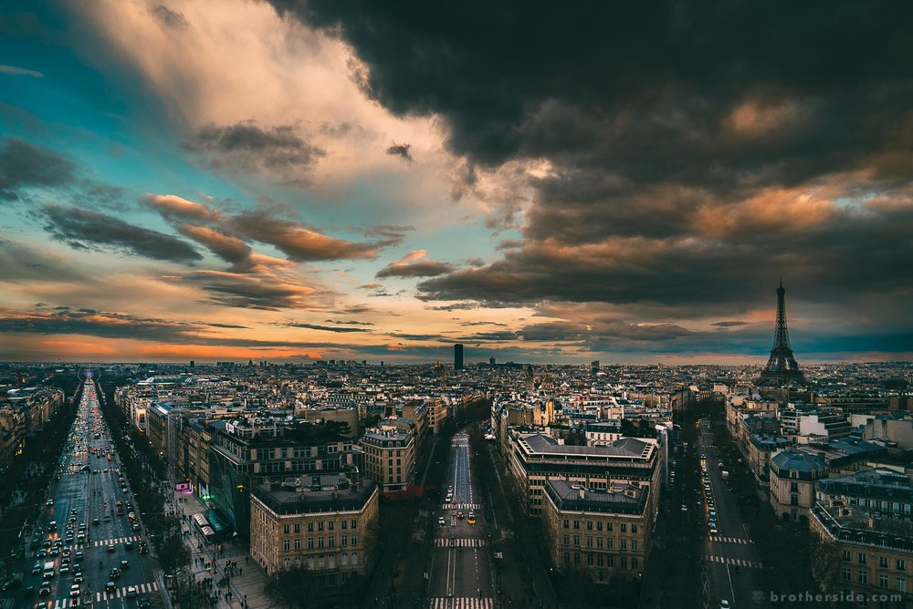 View from the top of Arc de Triomphe. The black stain in the middle is the Montparnasse Tower. [Sony a7Sii + 16-35 f/4 @ 16 mm, f/4, 1/160 s, ISO 200]