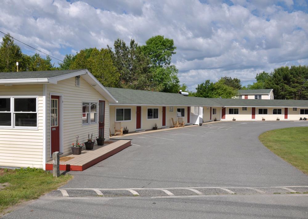 motel front edit 1500.jpg