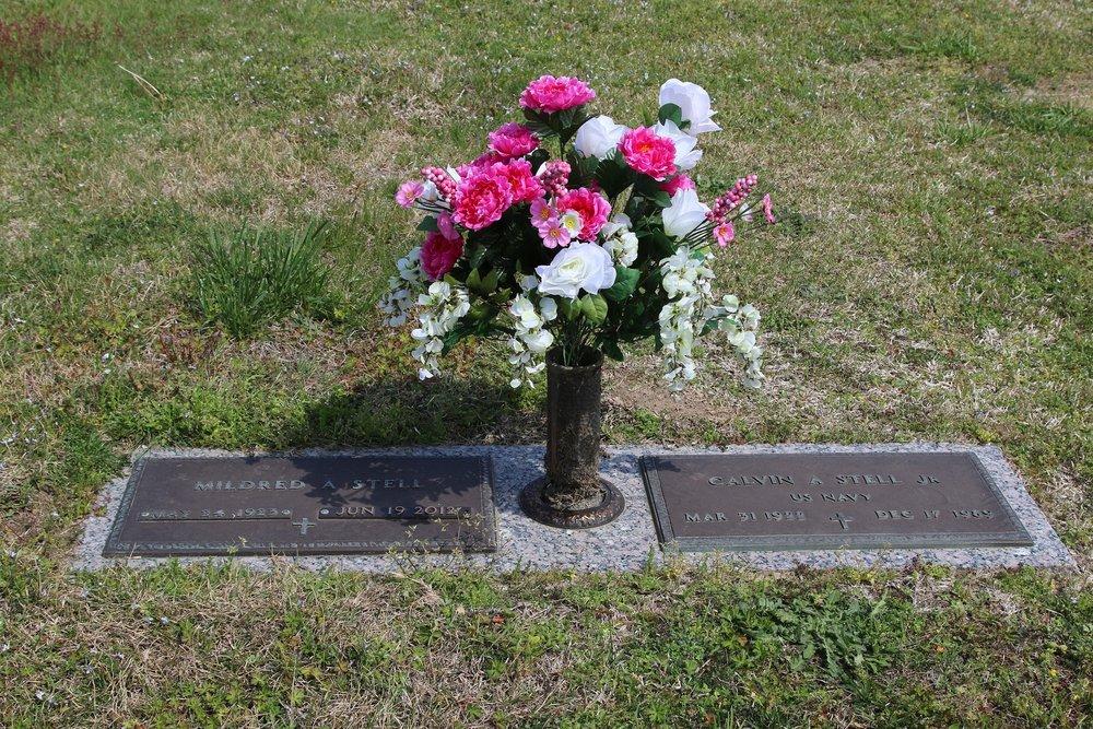 Stell gravesite.JPG