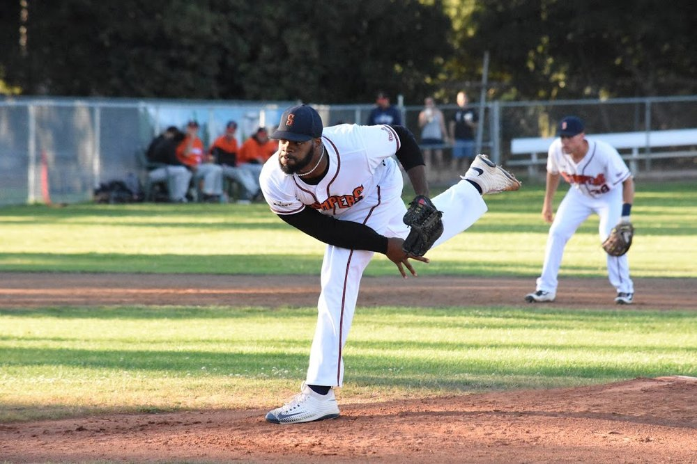 Ty'Relle Harris takes the mound at Peoples Home Equity Ballpark at Arnold Field against the Pittsburg Diamonds during the 2017 season. (James W. Toy III / Sonoma Stompers)