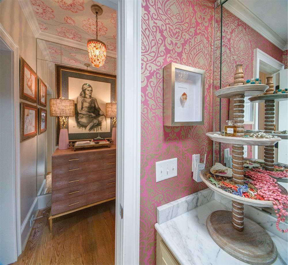 dressingroom_v2_012.jpg