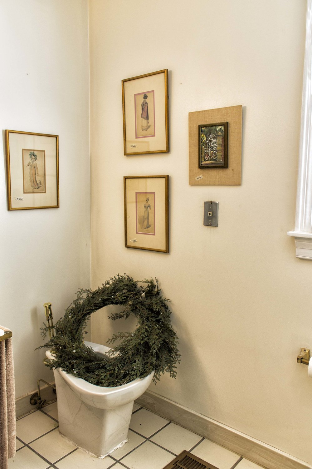 Wreath_in_the_Toilet.jpg