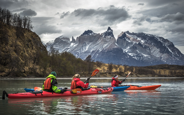 Kayak Patagonia primal adventures