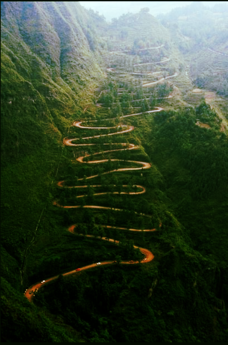 This stomach-churning, lunch-raising road leads to Maui's old town of Hana - photocred Natgeo