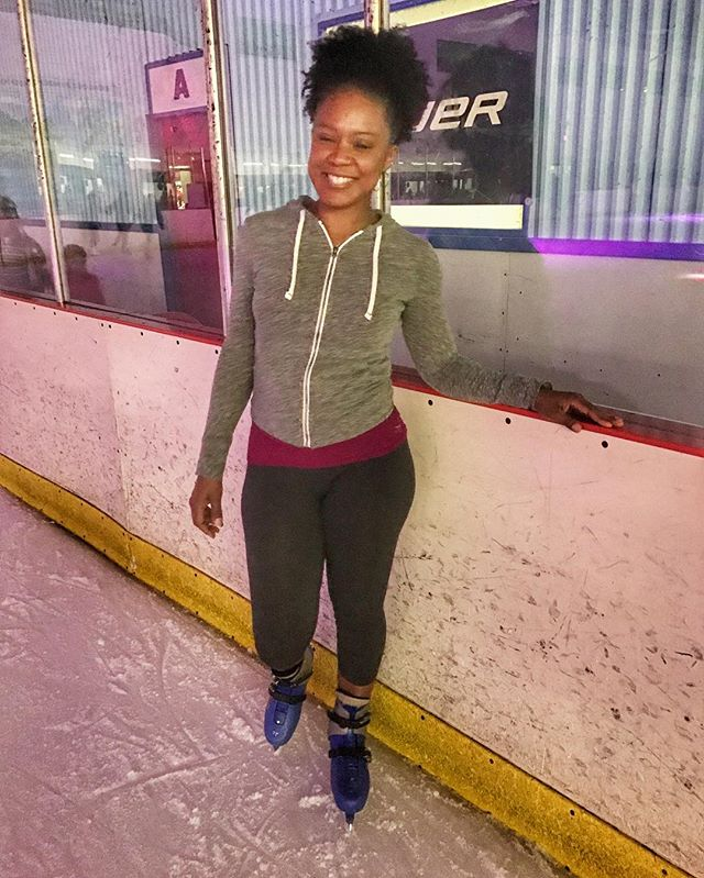 Why not go ice skating on New Years Eve ... now it feels like the season even if it's only for a couple of hours lol  #blogger #miamiblogger #floridablogger #floridagirl #instacute #instamood #instagoodlife  #bikinibody #lifestyleblogger #florida #travelblogger #travel #instalove
