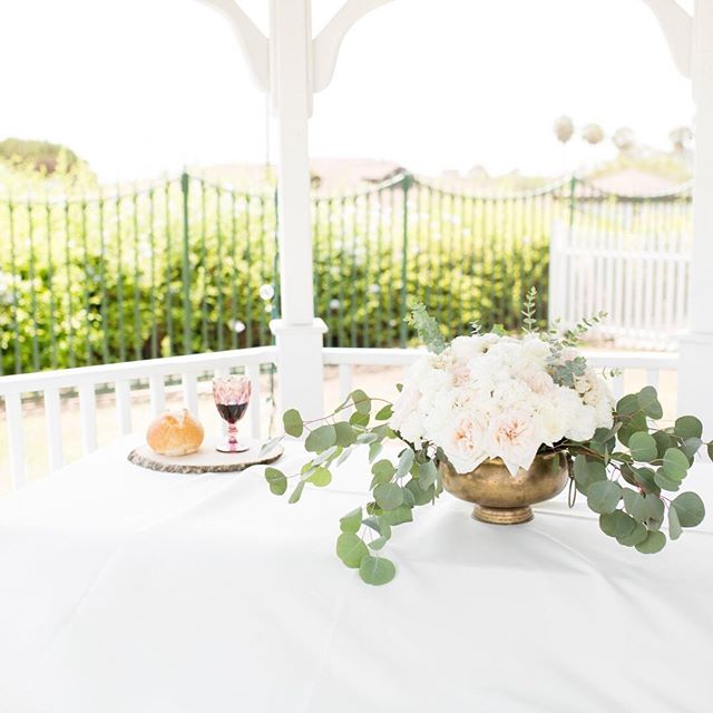 I love the details of every wedding. Especially this sweet one of the communion setup at one of my recent weddings in California. . . Photographer: Randi Michelle Photography Wedding Florals: Bri Martin Wedding Venue: @newlandbarn  Goblet: @anthropologie . . . . #weddingdetails #communion #wedding #weddingflorals #cawedding #socalwedding #socalweddingphotographer #socalengaged #bridetobe #isaidyes #orangecounty #ocphotographer #huntingtonbeachwedding #newportwedding  #newportweddingphotographer #travelingweddingphotographer #lightandairy #huntingtonbeach #huntingtonca #lagunabeach #lagunabeachwedding #lagunaphotographer #coronadelmar #dallasphotographer #fortworthphotographer #dallaswedding #dallasweddingphotographer #dfwweddingphotographer #dallas
