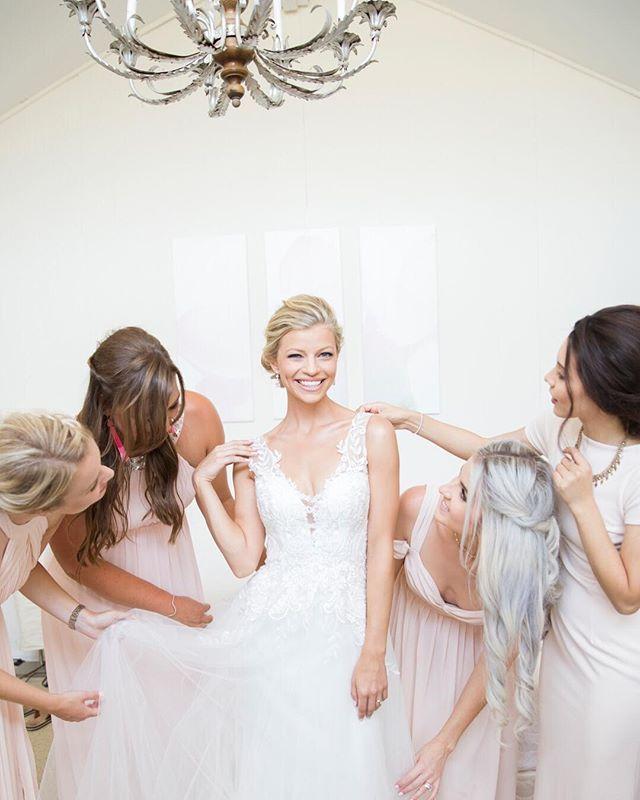How fun is this shot of beautiful Rebekka and her bridesmaids? . . . . Photographer: @randimichellephotography  Venue: @newlandbarn  Dress: @bhldn  Hair + Makeup: @jessicashakirbeauty  Floral Design: @bee.loved.blooms . . . . #bridegoals #bridetribe #bhldnbride #socalwedding #cawedding #weddingdetails #weddingdress #bride #weddingdays #instawedding #weddingfashion #weddinghair #weddingmakeup #ocweddingphotographer #idocrew #maidofhonor #misstomrs #bridesquad #bridalparty #elegantwedding #weddingbliss