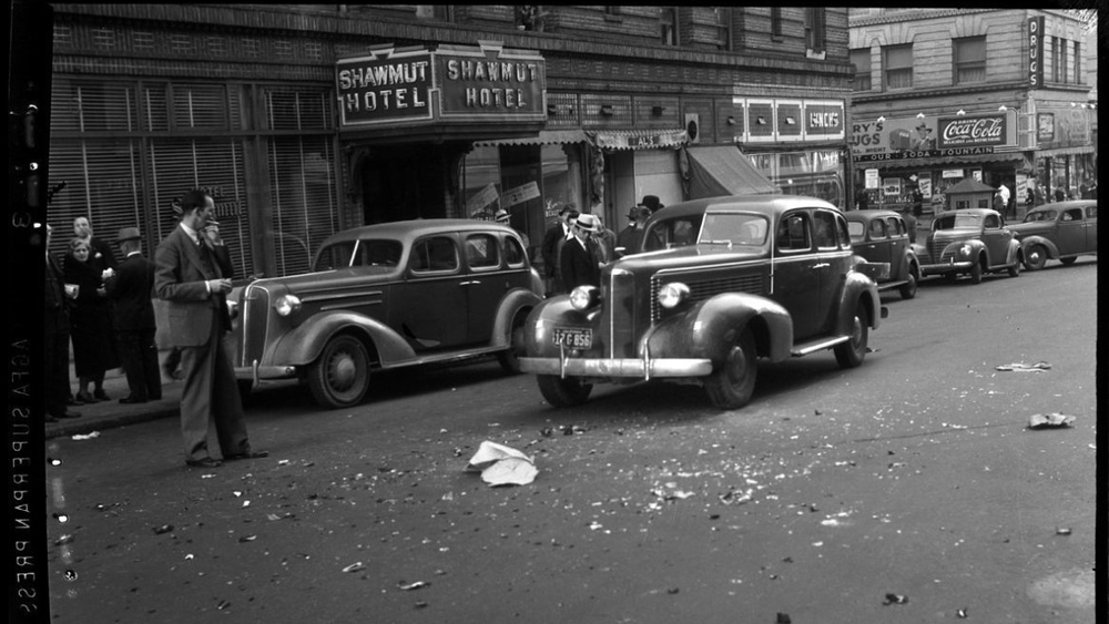 Automobile accident in front of Hotel Shawmut at 516 O'Farrell Street, near Jones Street. March 19, 1941   San Francisco Police Department Records, San Francisco Public Library