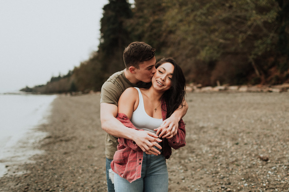 owen-beach-engagement-couple-portraits_06