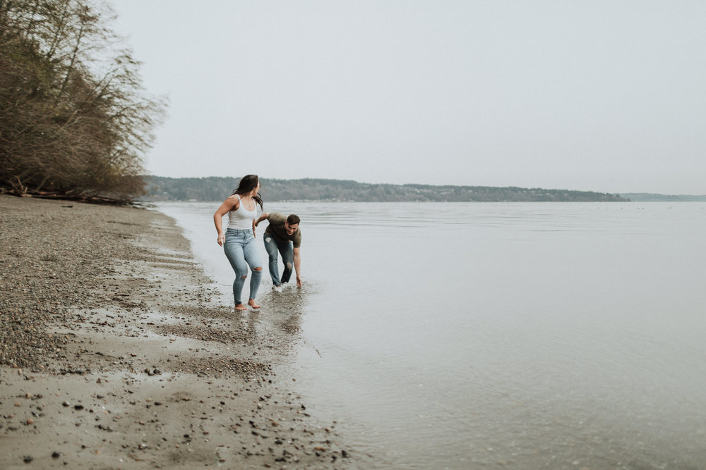 owen-beach-engagement-couple-portraits_012