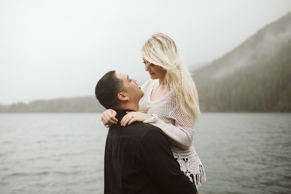 rattlesnake-ridge-engagement-couple60.jpg