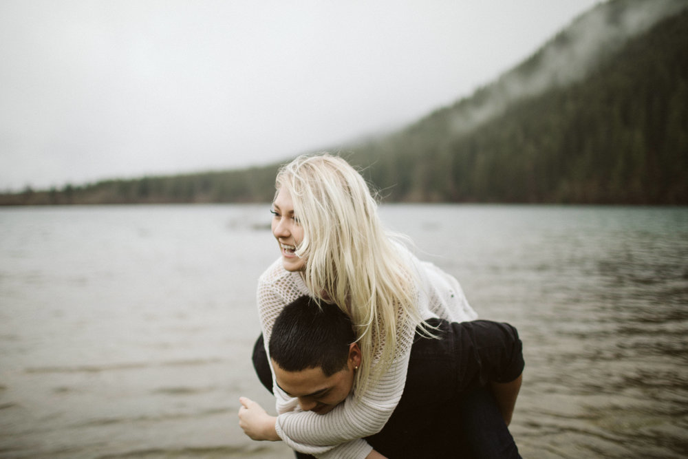 rattlesnake-ridge-engagement-couple110.jpg