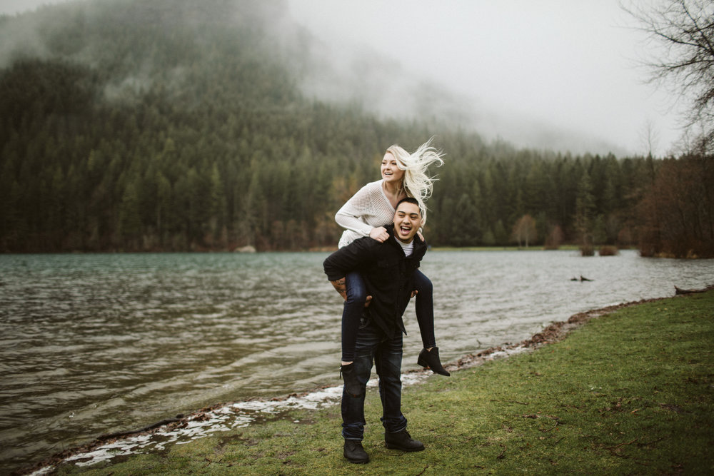 rattlesnake-ridge-engagement-couple115.jpg