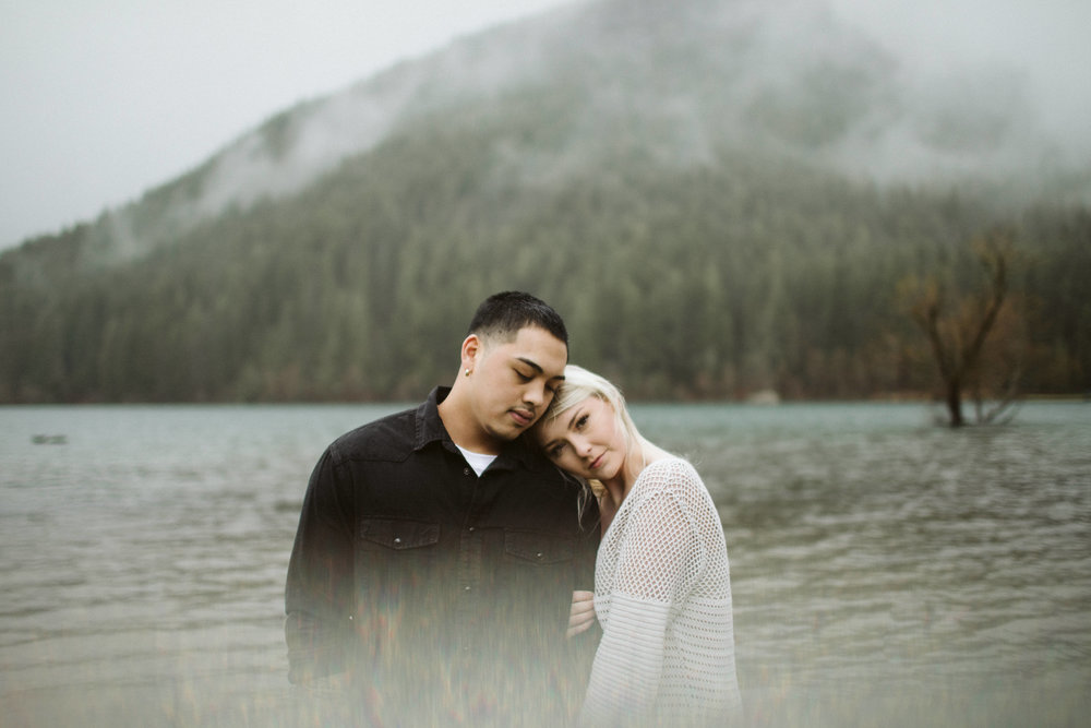 rattlesnake-ridge-engagement-couple89.jpg