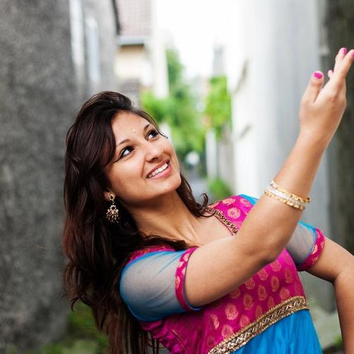 Leena Doollee    Danse Bollywood - à partir de 5 ans   leena.doollee@gmail.com   06 77 58 93 06
