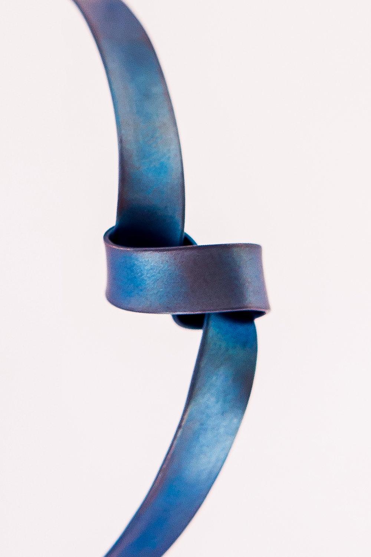 The Knot,2018 |Titânio TiGr2 |80 x 40 cm |R$ 18.600