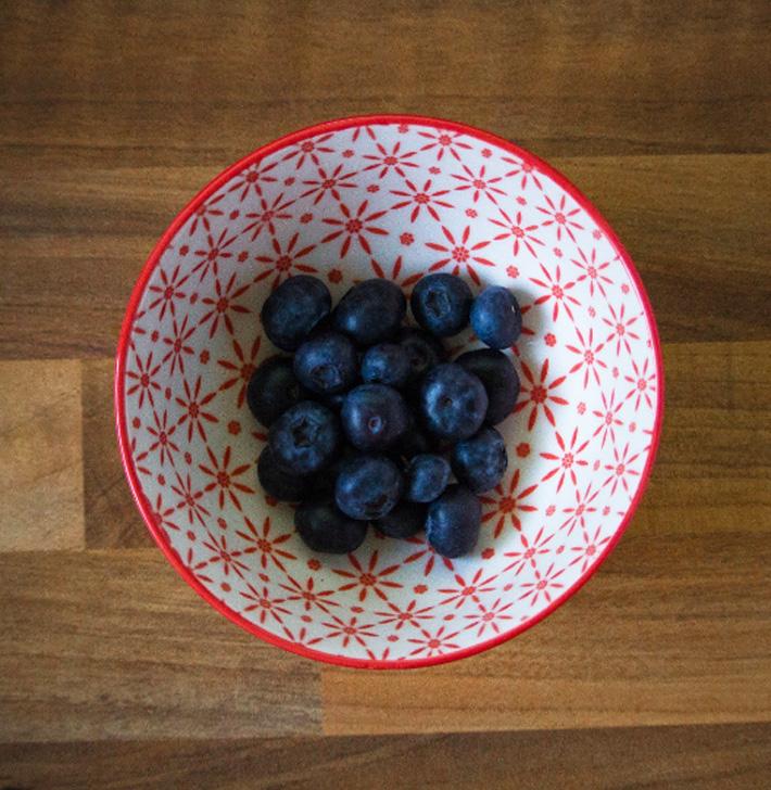 """<img src=""""blueberries.jpg"""" alt=""""blueberries"""" />"""