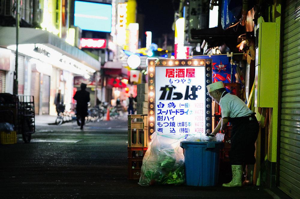 Takin' out the trash | Okachimachi, Tokyo | © jamesjustin/Flickr