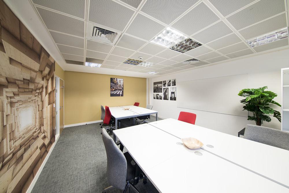 Desk Lodge 111.jpg