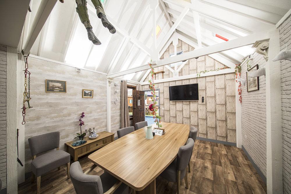 Desk Lodge 049.jpg