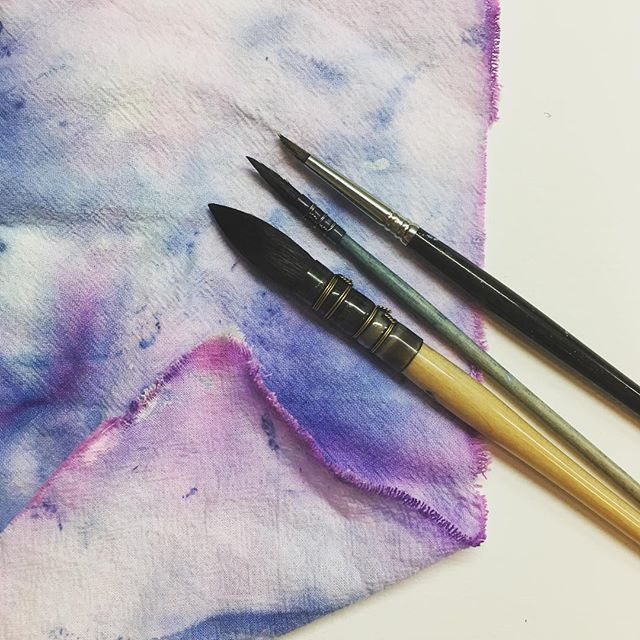 My prettiest creation of the week, so far 🤷🏻‍♀️ #paintrag . . . . #artistsoninstagram #artiststruggles #beautifulmess #watercolor #paintbrush #paintbrushes #davincibrushes #colorpalette #blue #purple