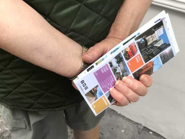 totnes-travel-guide-in-hand.jpg