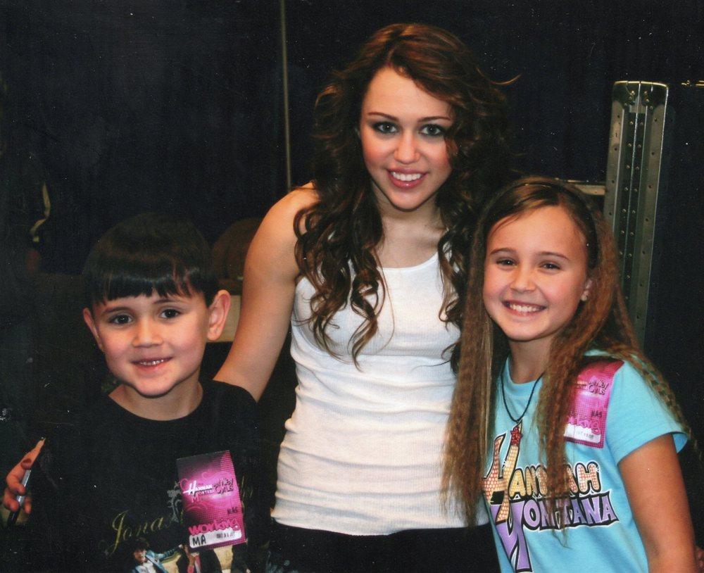 Miley Cyrus & Kira & Kyle Cocorochio