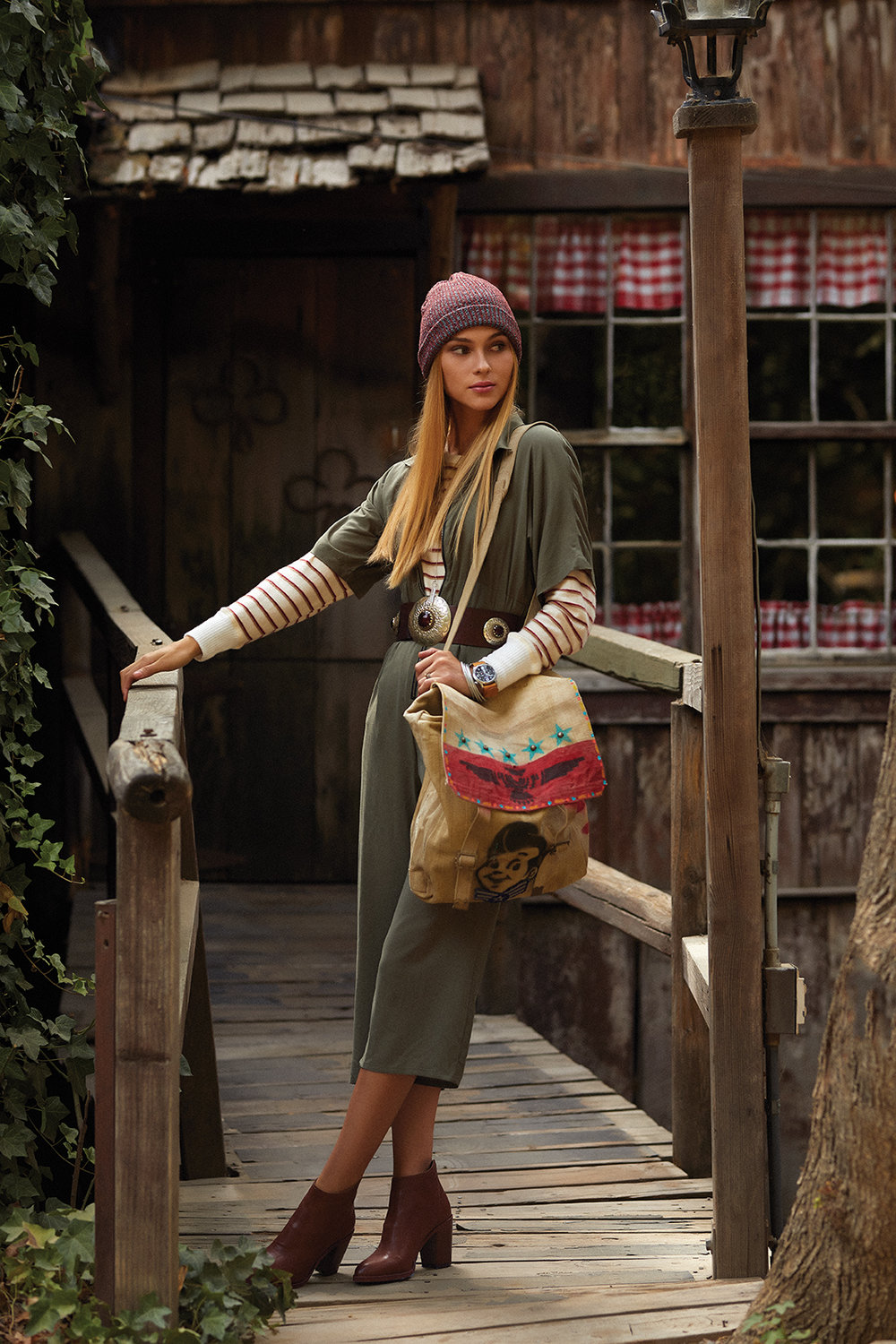 Jumper and boots, ROWAN. Sweater, AMBIANCE. Bag, LOVEWORN. Beanie and watch, ACE RIVINGTON. Belt, TIENDA HO. Necklace and earrings, LOVEBIRD. Bracelets, PLUM GOODS. Ring, ANTOINETTE.