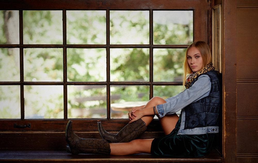Dress, CHASEN. Jacket, JAKE & JONES. Boots, WILDFLOWER WOMEN. Scarf and rings, ANTOINETTE. Bracelet, TIENDA HO.