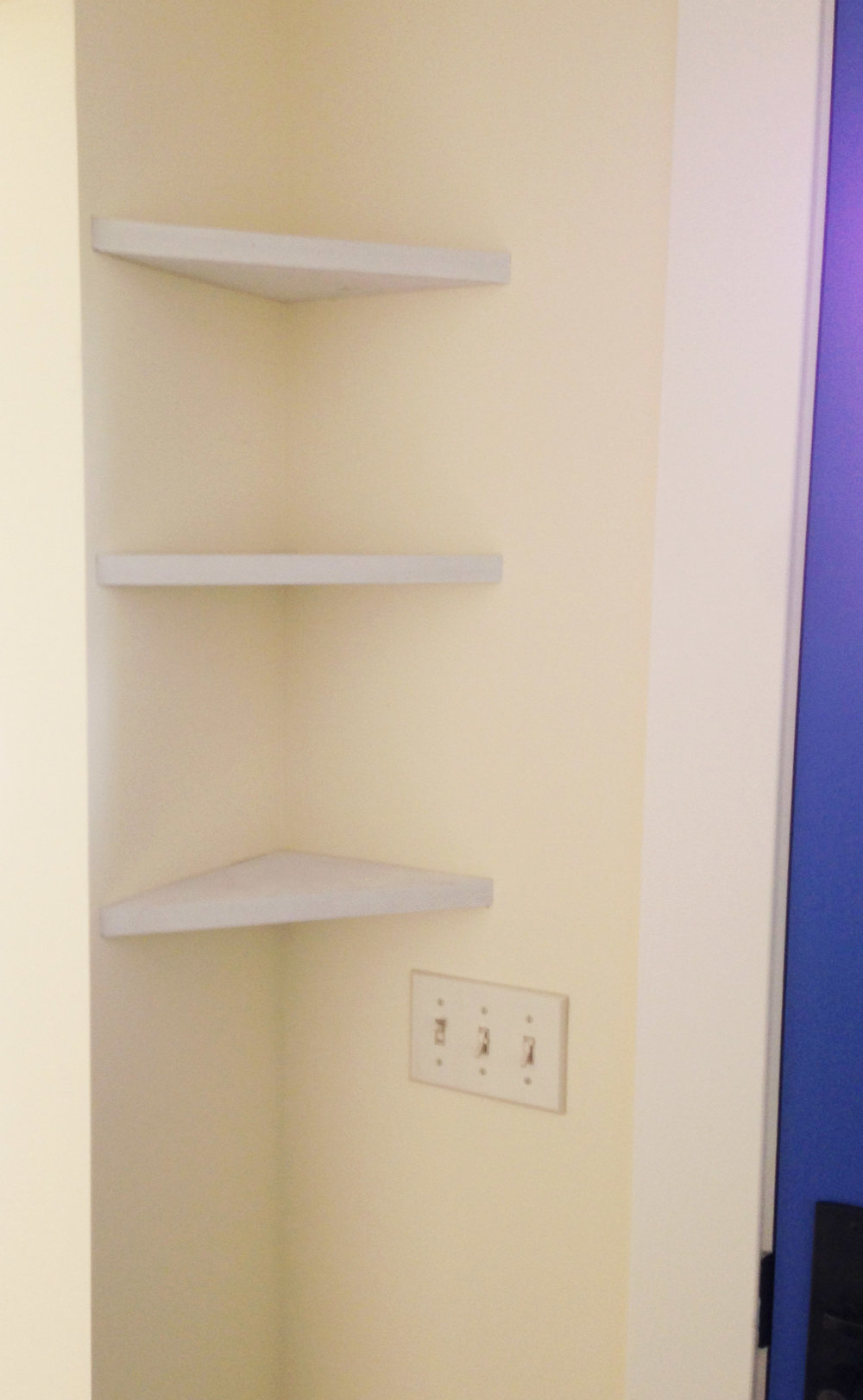 FLOATING CORNER SHELVES- SHADA