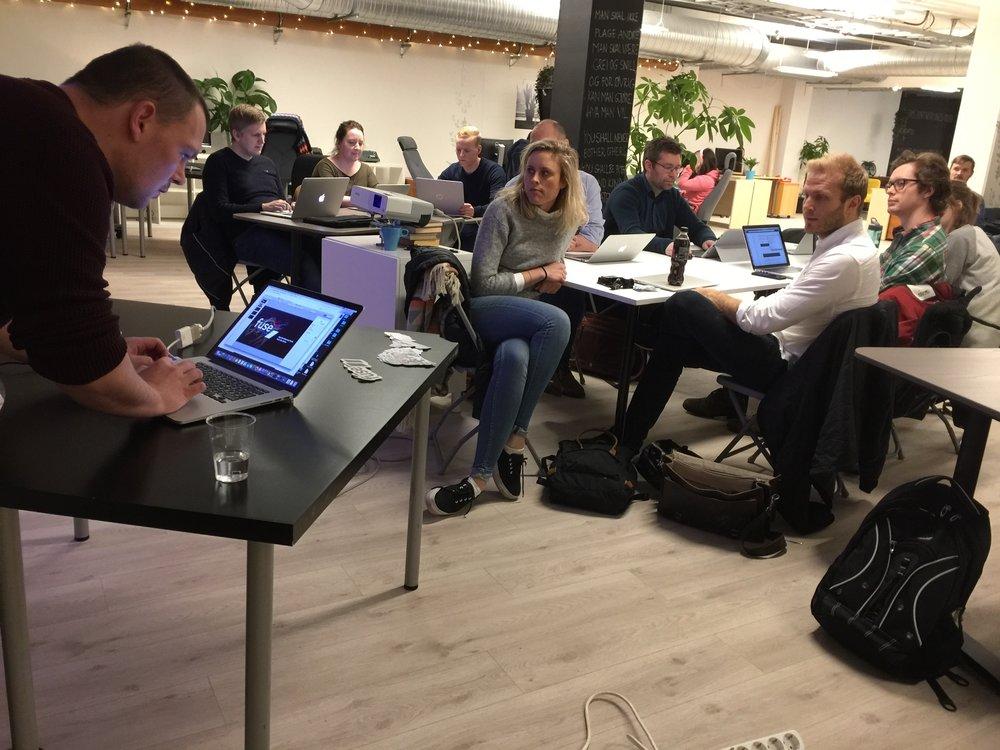 VP Product Remi Pedersen fra Fusetools viser hvor raskt du kan lage en smartby-app