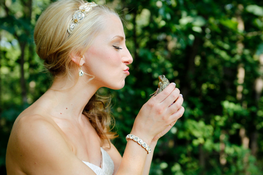 princess-kiss-frog-wedding-ruthie-hauge-photography-lake-villa-Tir-Na-Nog.jpg